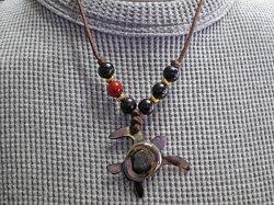海からの贈り物★黒蝶貝ネックレス カメ