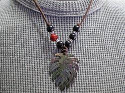 海からの贈り物★黒蝶貝ネックレス モンステラ