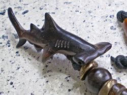 サーファー必見!ウッド(木彫り)キーホルダー シュモクザメ