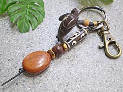 ボーンビーズが個性を演出★ウッド(木彫り)キーホルダー カメ