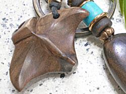 海モチーフ★ウッド(木彫り)キーホルダー マンタ